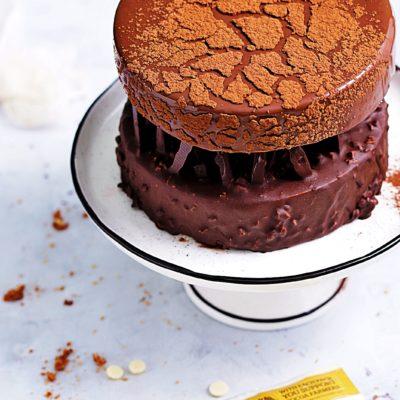 Piętrowy tort musowy
