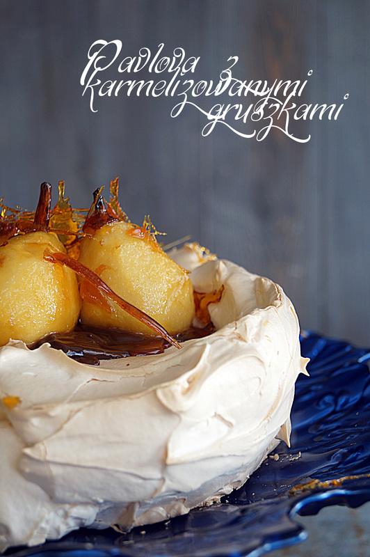 Pavlova z karmelizowanymi gruszkami