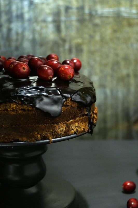 Orzechowy tort z żurawiną