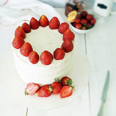Tort kokosowo-truskawkowy